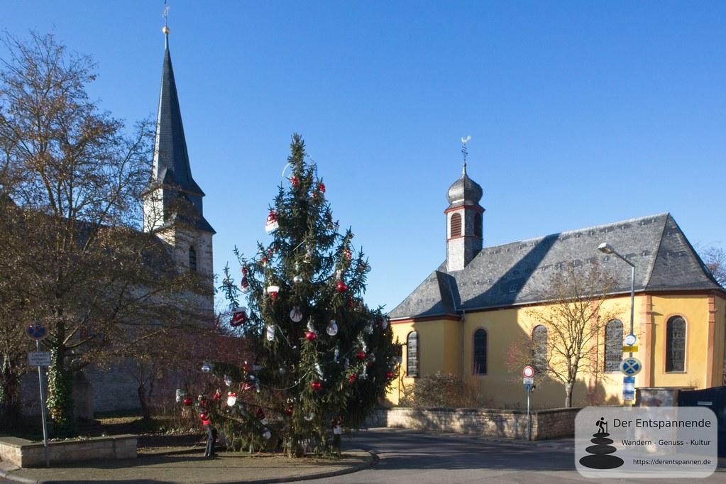 Evangelische Kirche (li.) und St. Walburga in Friesenheim