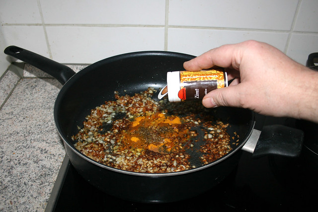 26 - Add turmeric & cinnamon / Kurkuma & Zimt dazu geben