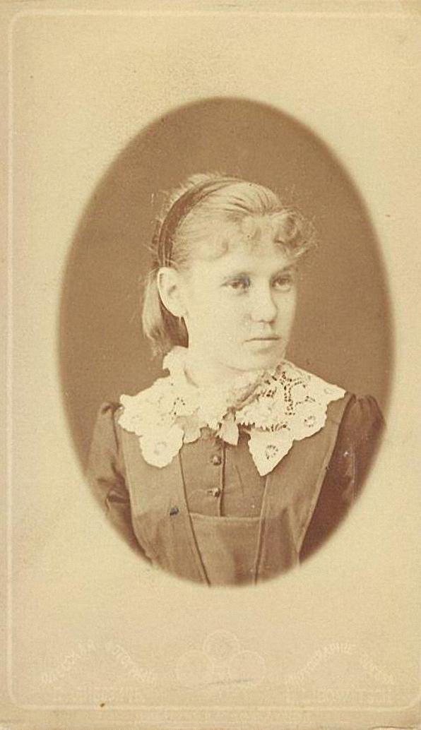 Портрет неизвестной гимназистки. Либович Д. 1890-е