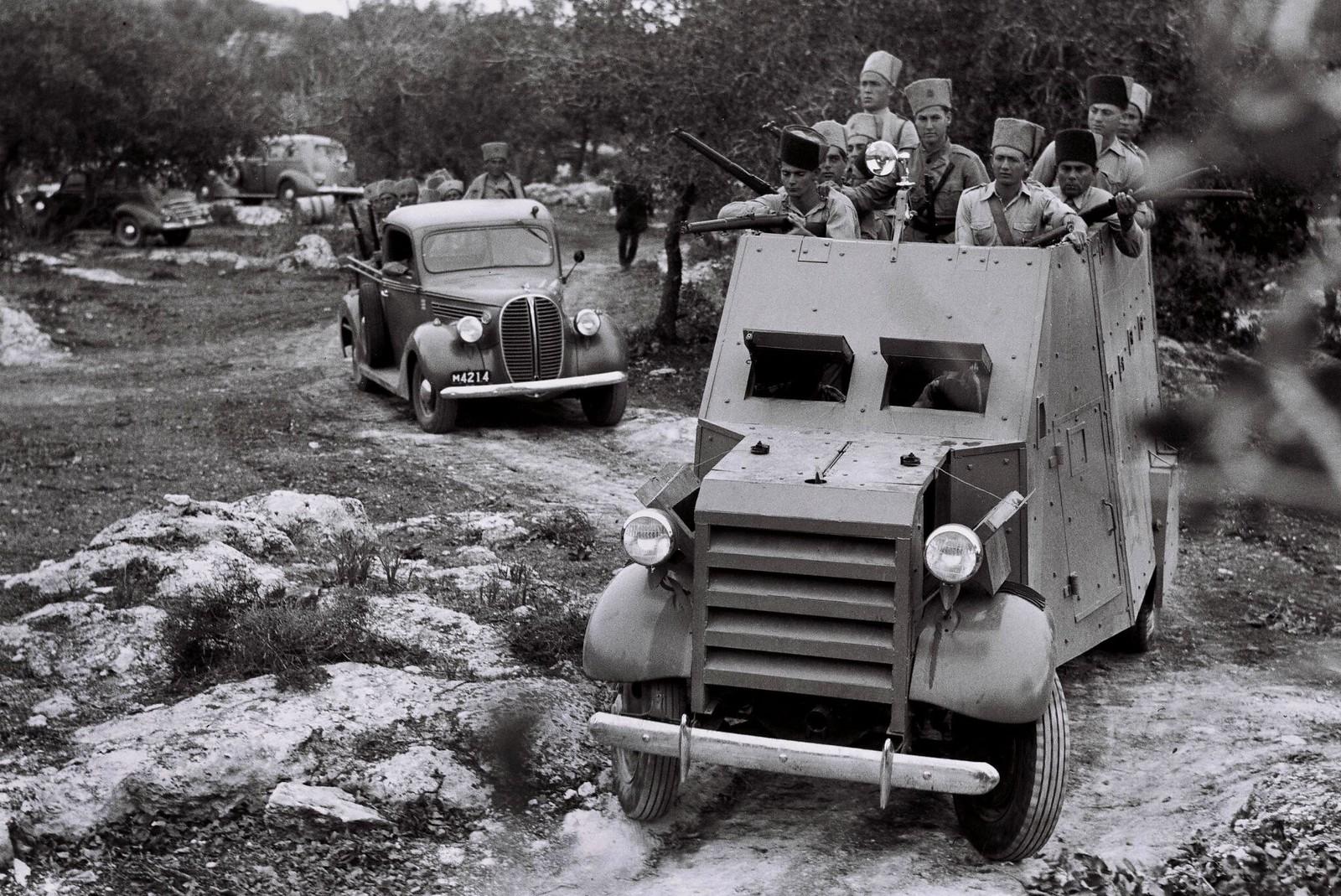26. 1938. Бронированный конвой полиции еврейских поселений покидает свой лагерь 7 декабря в кибуце Алоним в Изреельской долине