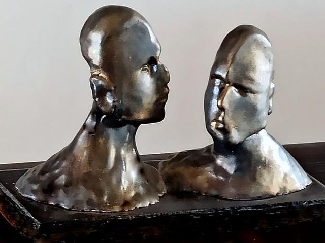 rachel frank האמניות המודרניות  רחל פרנק  פיסול שני ראשים פסלת מודרנית ישראלית עכשווית יוצרת