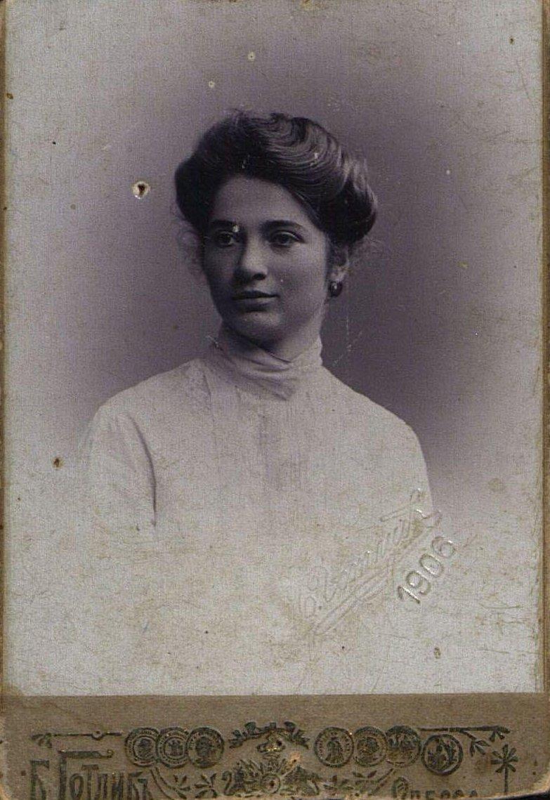 Артисевич Мария Константиновна, студентка Высших женских курсов. 1906