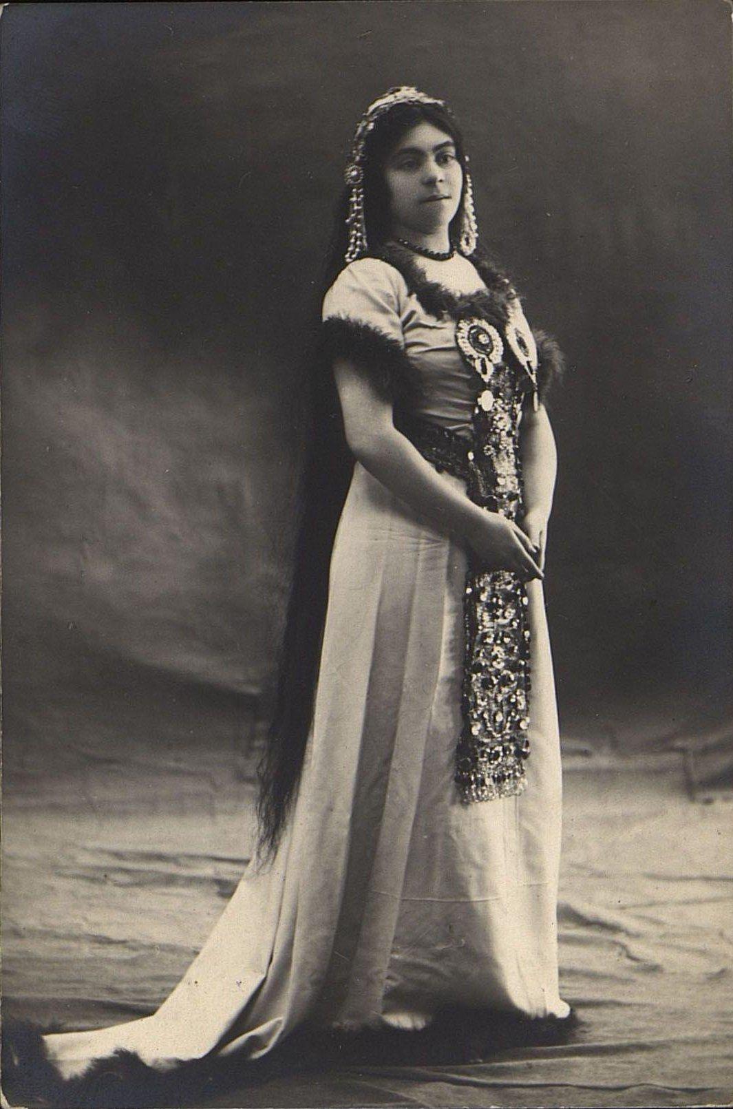 Богдановская Н.Д. в роли Джессики в спектакле «Шейлок». 1910-е