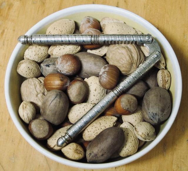 Nut variety: Pecans, walnuts, almonds & hazelnuts
