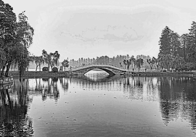 Wuhan (Hubei). Like a traditional Chinese painting. Bridge upon a pond.