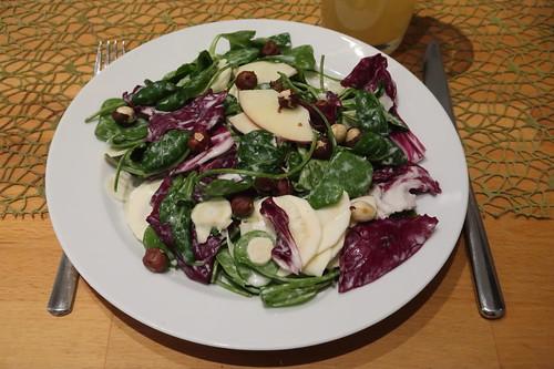 Zutaten für Wintersalat mit Pastinaken und Apfel (mein erster Teller)
