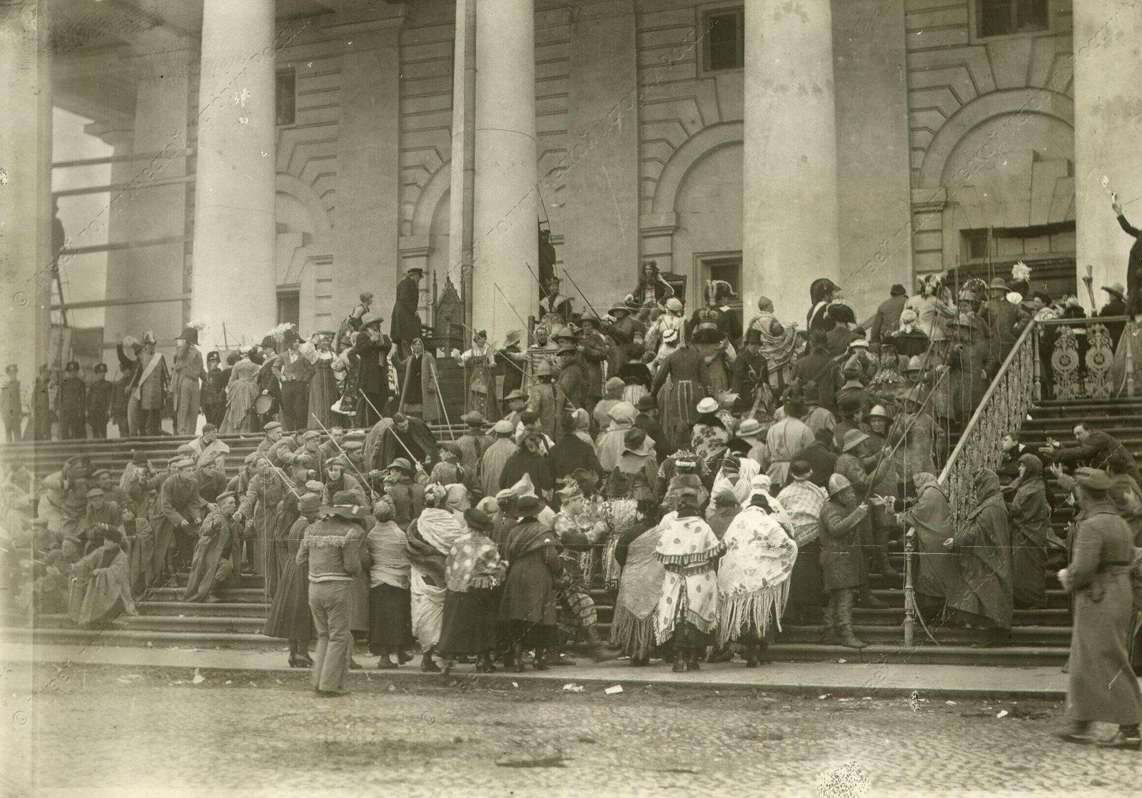 1920. Сцены из спектакля Освобожденный труд. Мистерия поставлена 1 Мая у Фондовой Биржи (1)