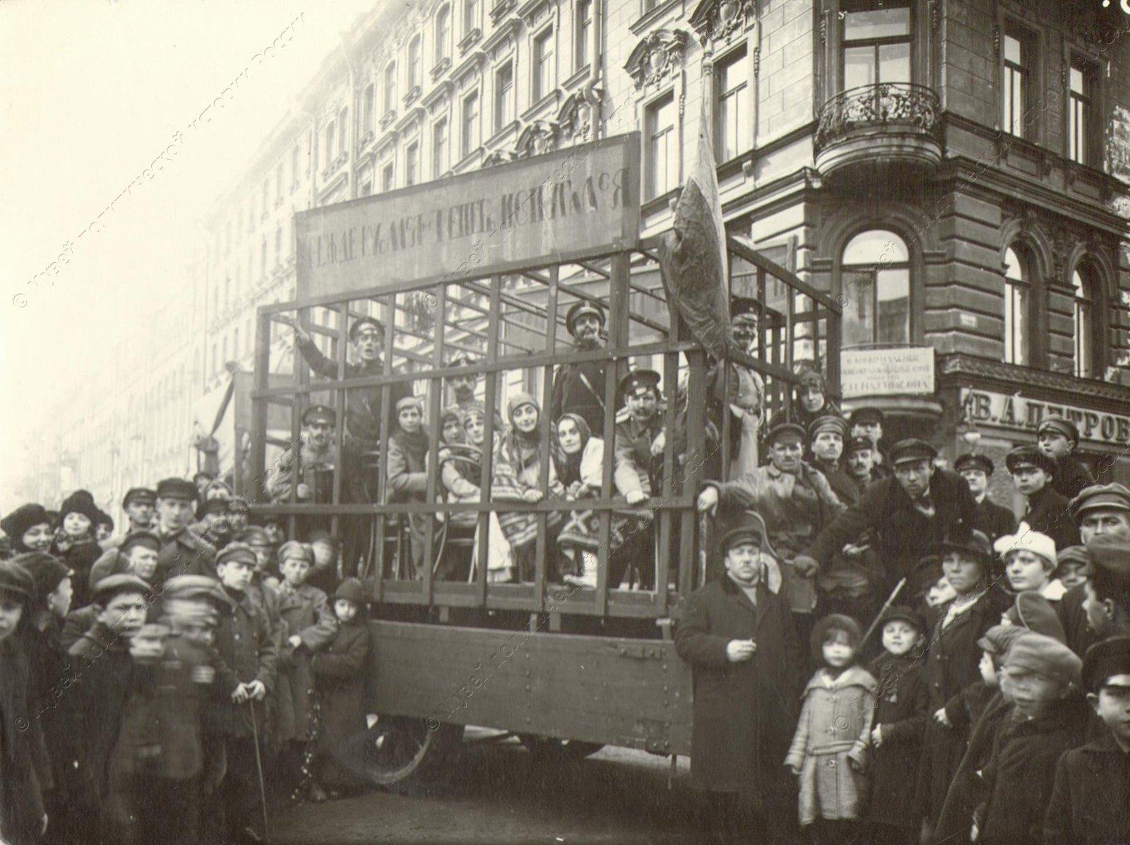 1920. Празднование 1-го мая в Петрограде. Театрализованное представление