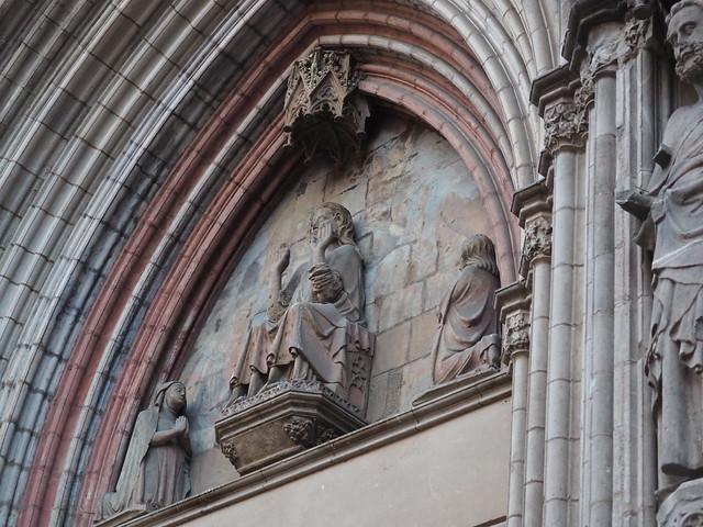 Basílica de Santa Maria del Mar_Façana principal_Timpà amb el Salvador entre Maria i Sant Joan_28.12.20_Barcelona_PC280011