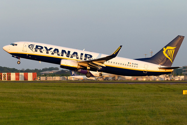 EI-EVC Ryanair B737-800 London Stansted Airport