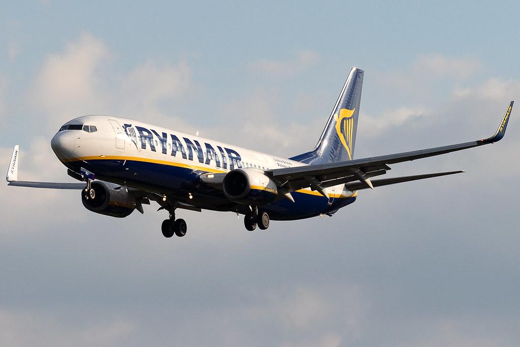 EI-DLI Girona Catalunya Ryanair B737-800 London Stansted Airport