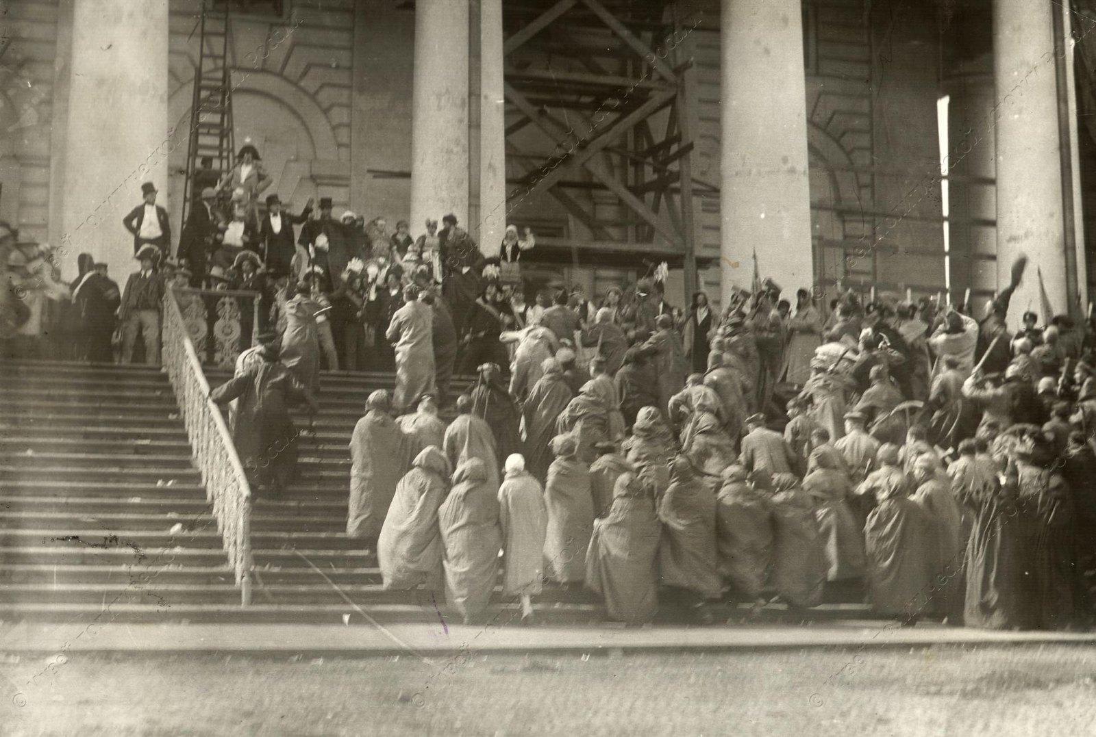 1920. Сцены из спектакля Освобожденный труд. Мистерия поставлена 1 Мая у Фондовой Биржи (4)