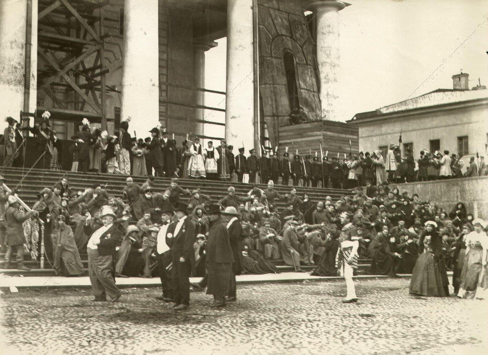 1920. Сцены из спектакля Освобожденный труд. Мистерия поставлена 1 Мая у Фондовой Биржи (3)