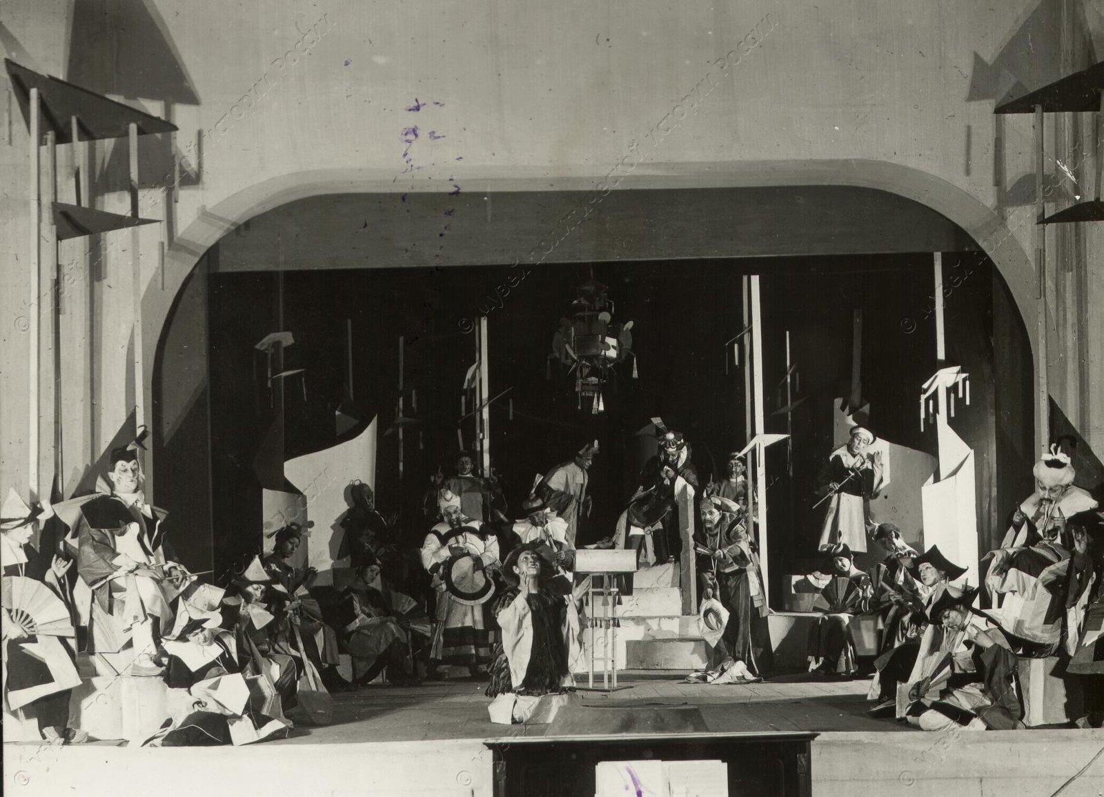 1920. Во время репетиции в Первом Государственном театре для детей. Москва