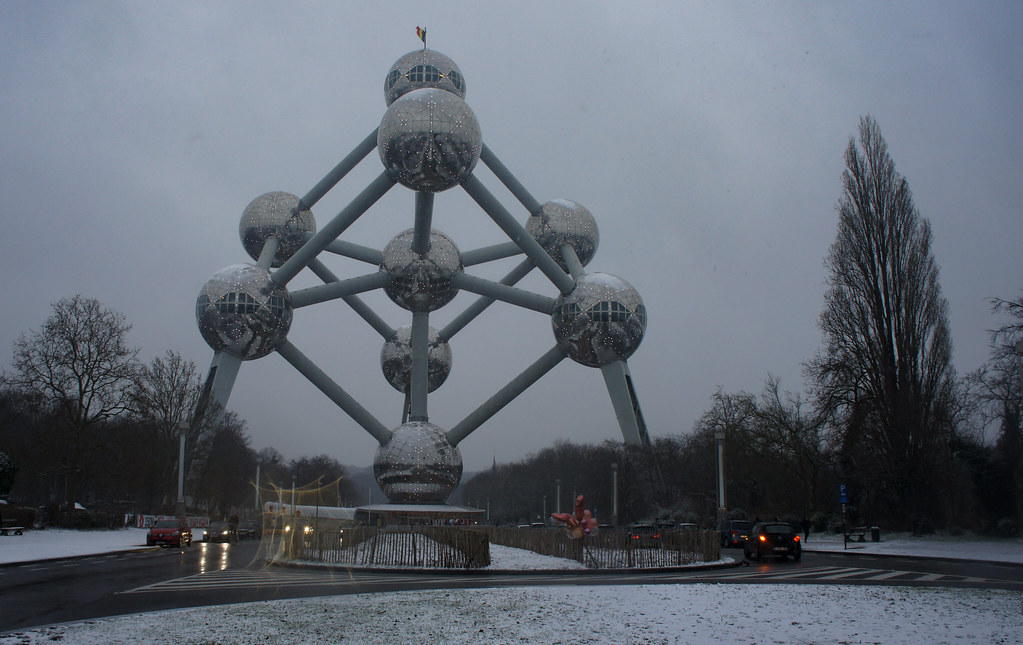 El Atomium de Bruselas nevado