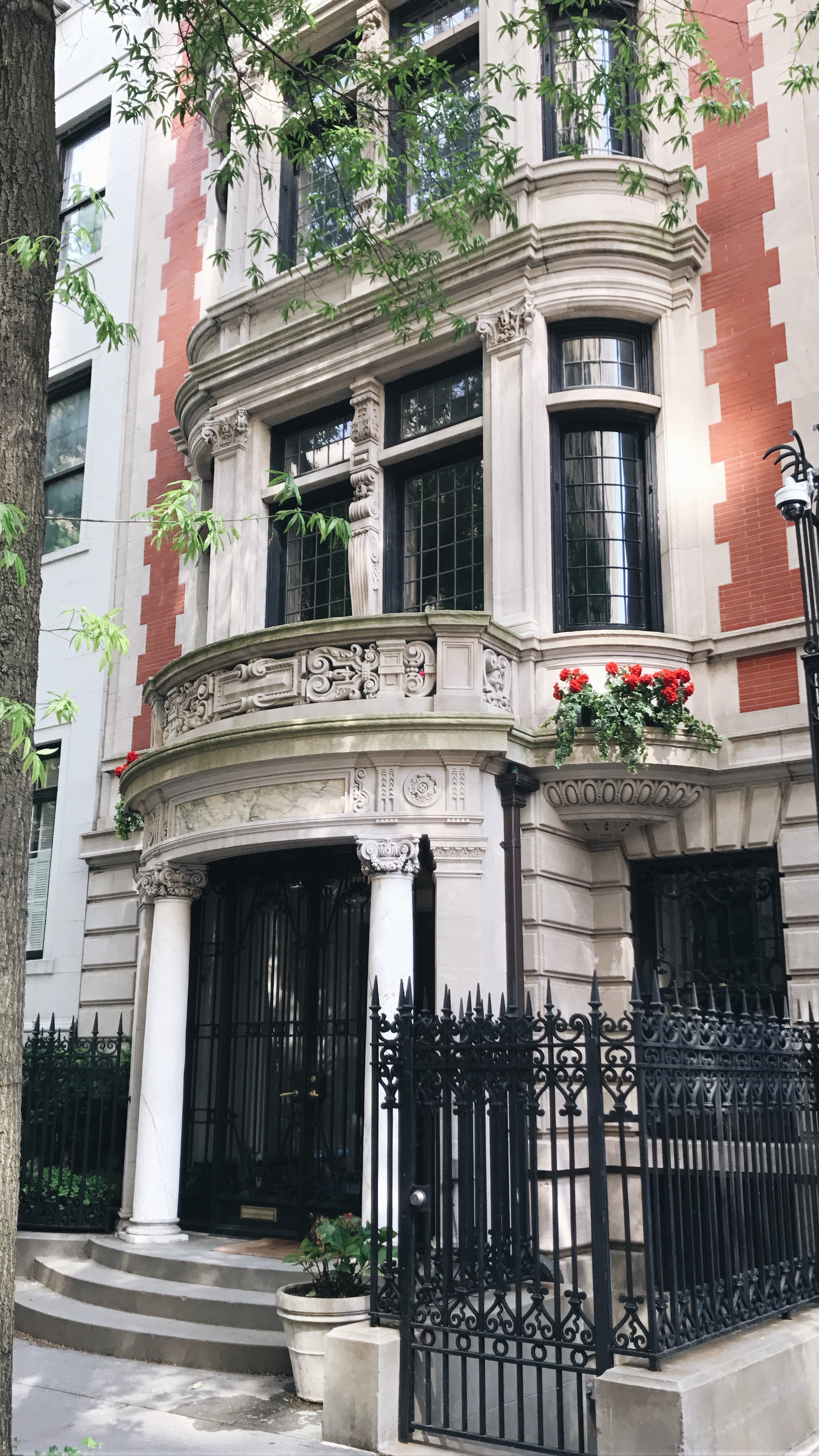 Gossip Girl Locations Every Fan Must Visit in NYC! | THE DAILY HAPPINESS