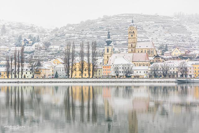 Stein Donaulände im Schneee