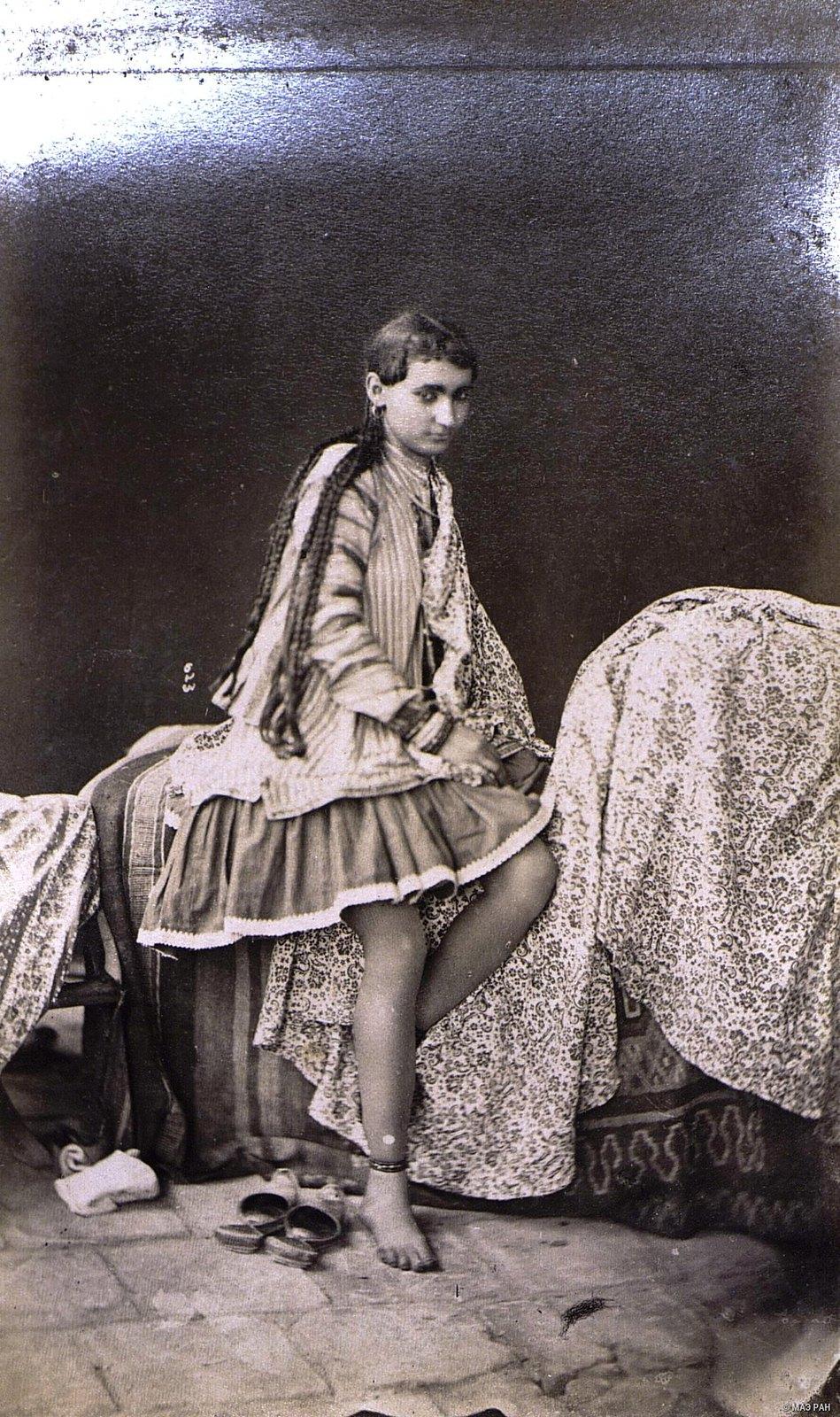 Иранка в домашнем костюме5