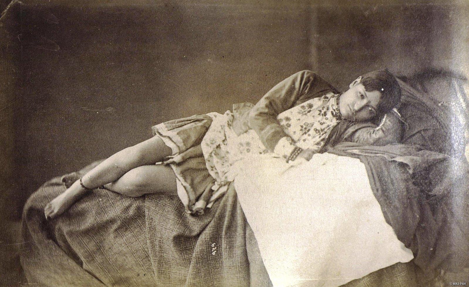 Иранка в домашнем костюме3