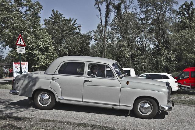 Mercedes-Benz 190 D (0898)