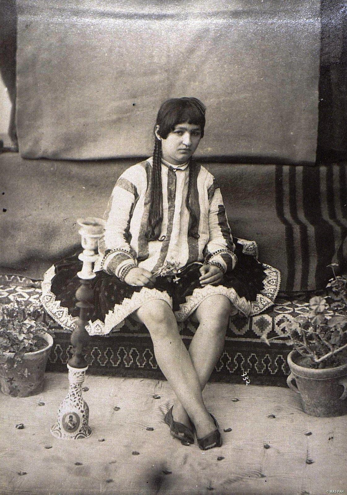 Иранка в домашнем костюме9