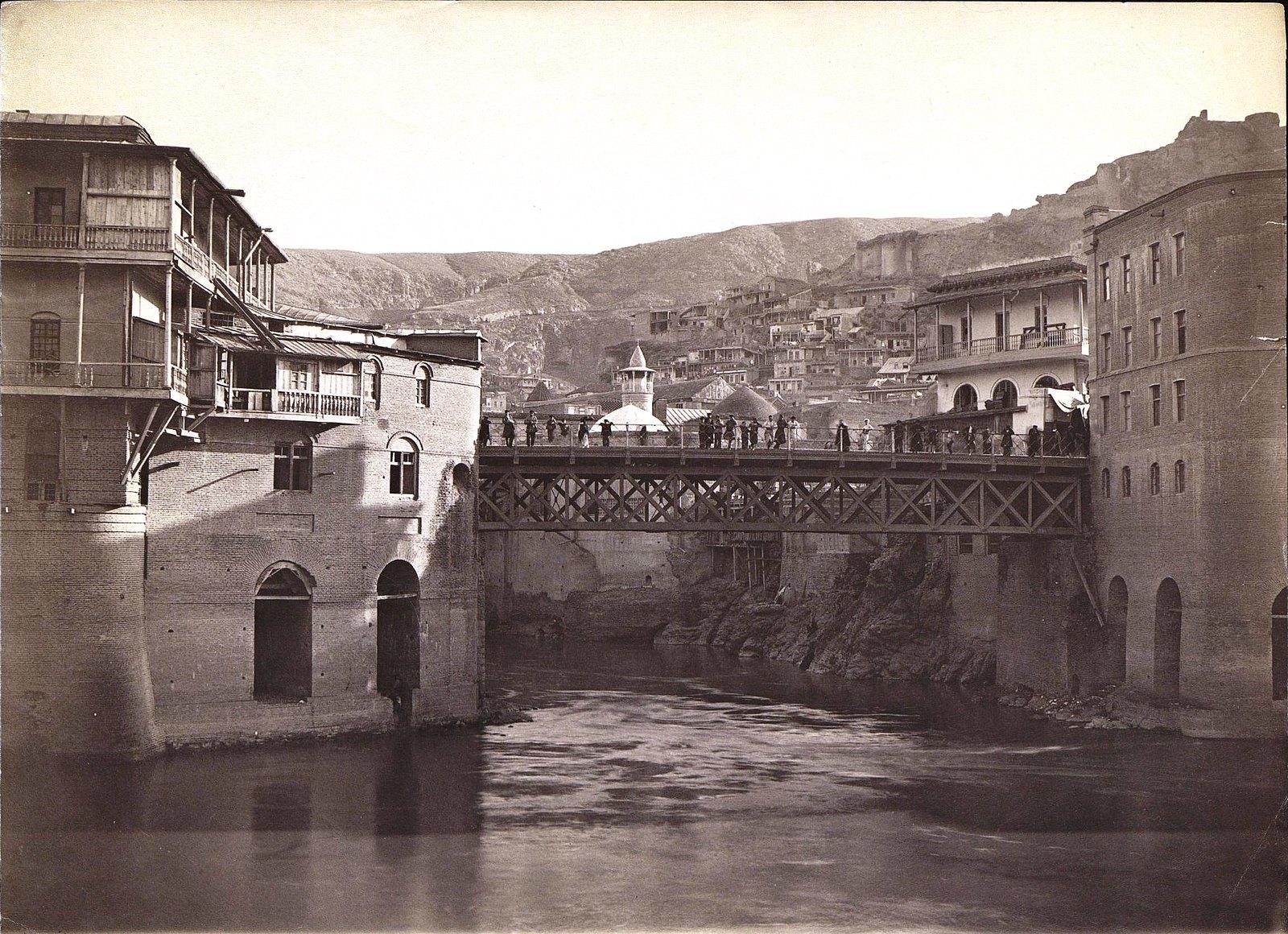 Мост через Куру, татарская мечеть и старый город