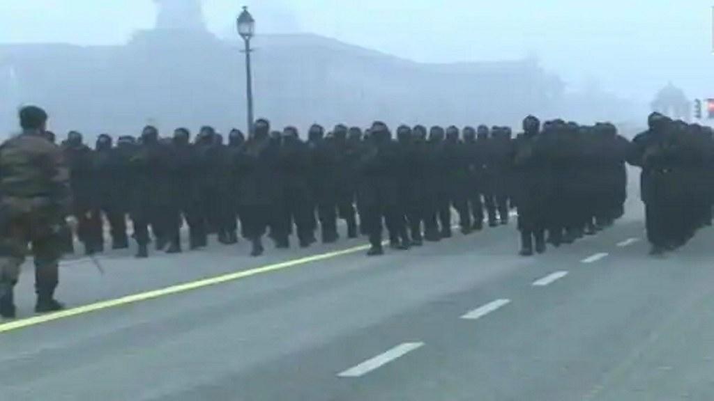 दिल्ली के राजपथ पर रिहर्सल कर रहे सुरक्षा बल, इन रास्तों पर जानें से बचे