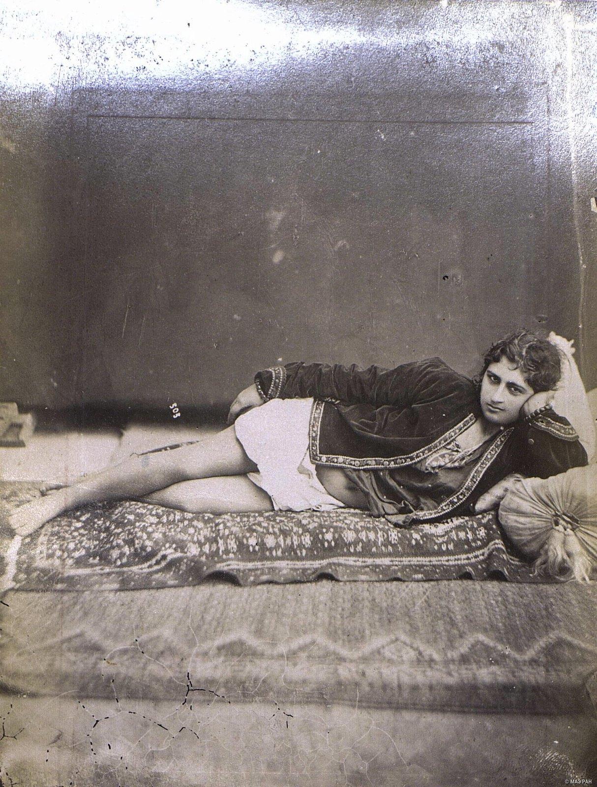 Иранка в домашнем костюме8