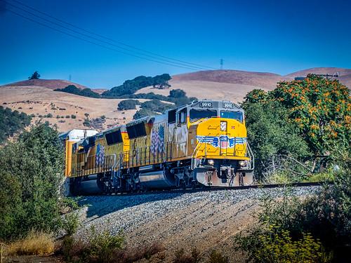 railroading clearskys landscape railroadtracks fremontca tress railequipment locomotive frighttrain unionpacificrr summer