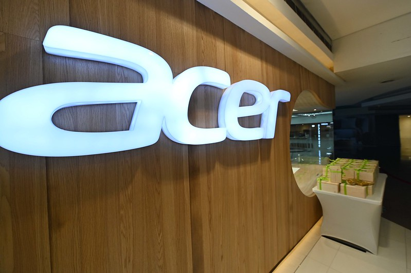 Acer opens flagship store in SM Megamall Cyberzone