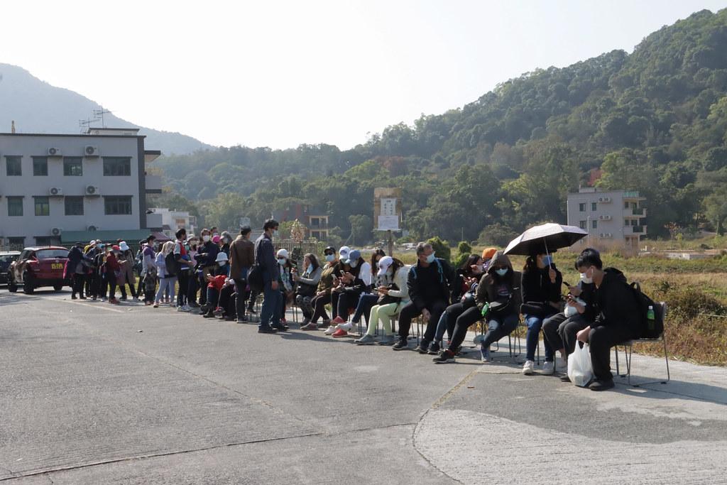 鶴藪村村民需等一小時才能上車