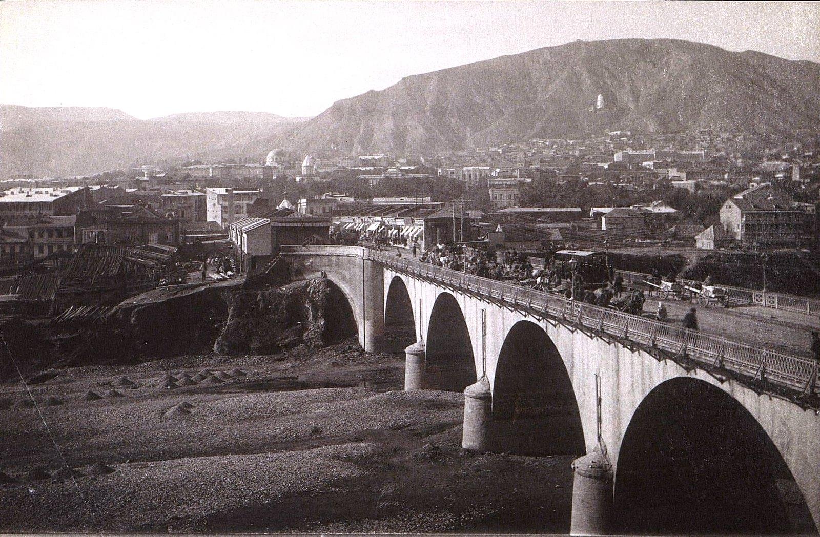 Михайловский мост, Георгиевская церковь и гимназия