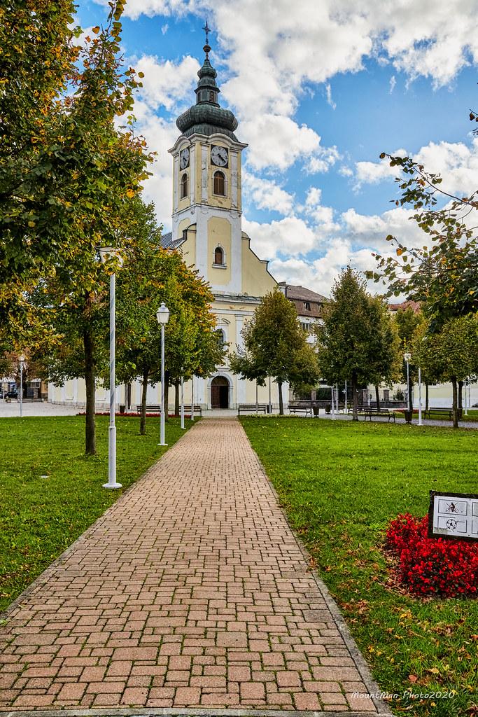 Ogulin - park ispred župne crkve