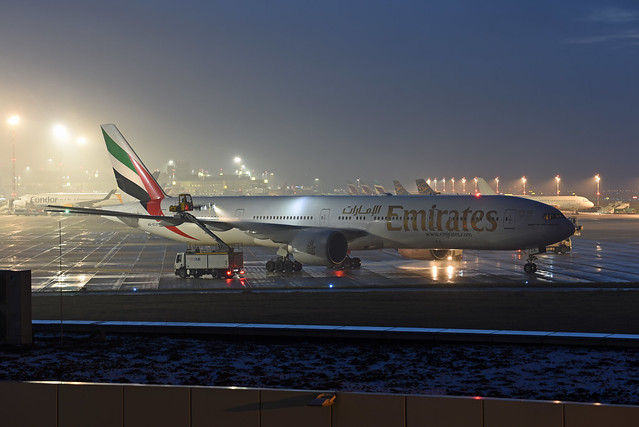 Emirates Boeing 777-31H(ER) A6-ECX