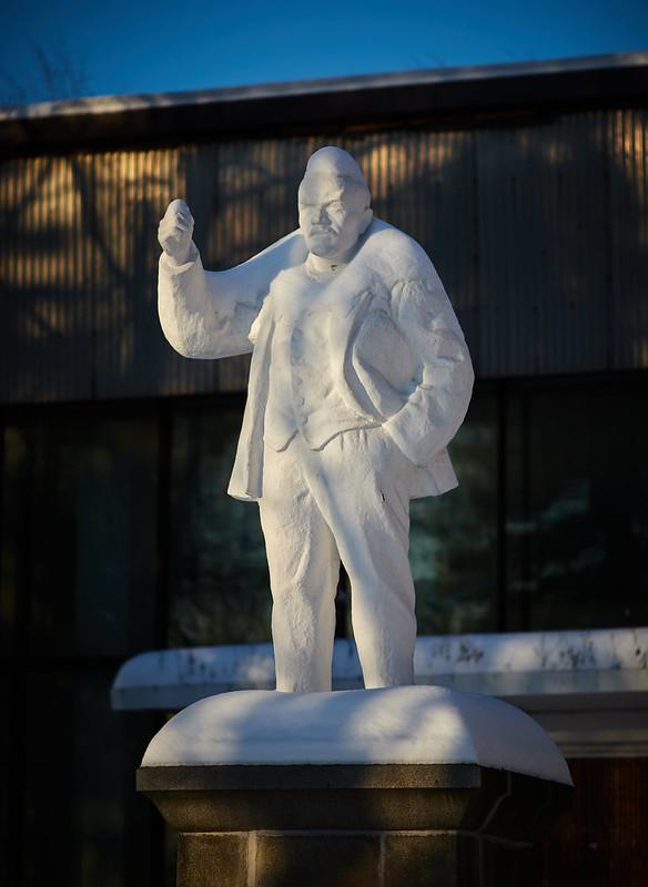 Первый памятник Ленину.