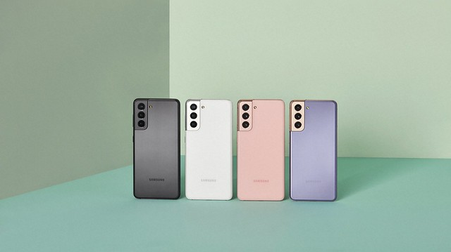 05_Galaxy S21_Phantom Gray, White, Pink and Violet