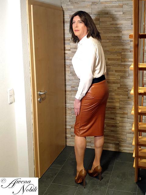 Brown white dress 01
