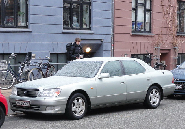 2000 Lexus LS400 YK36879 is still in superb condition but out on the streets in snow