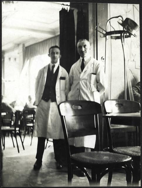 ArchivTappen2AAl2d519 Im Caféhaus, Fotoalbum, 1900-1930er