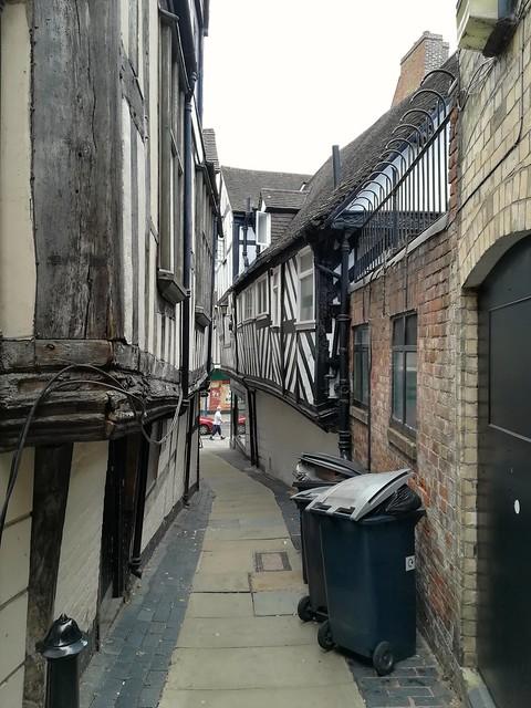 Gully, passageway