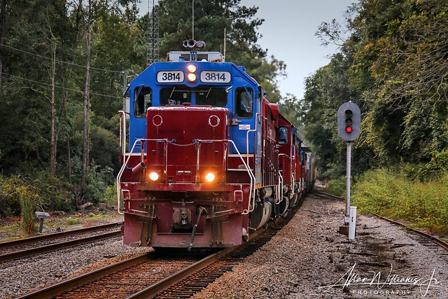 HLCX 3814 leads the Florida Gulf and Atlantic TA-East by the signal at West Drifton on the former CSX Tallahassee Sub