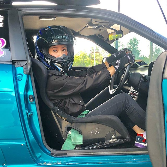 Elizabeth Tan Beraksi Sebagai Pelumba Kereta