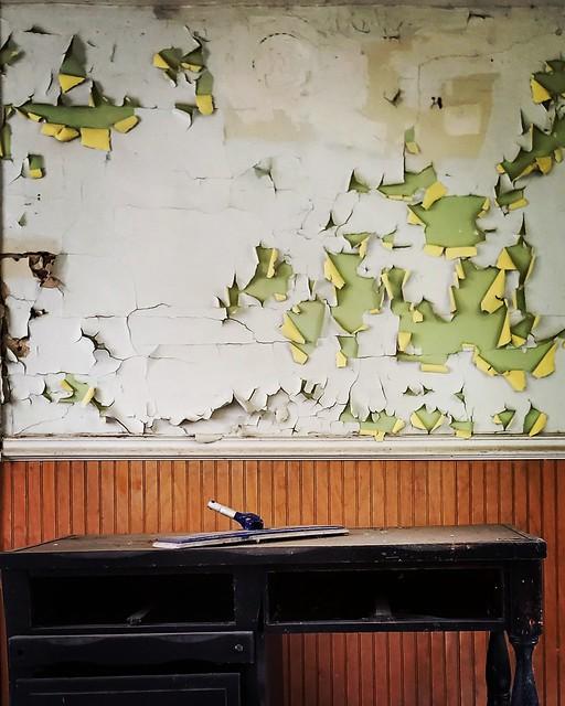 Abandoned House Wallpeel
