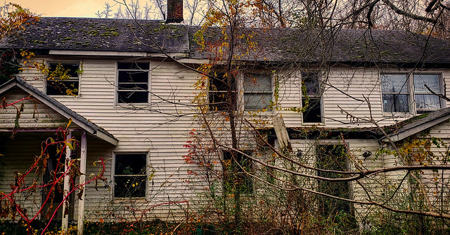 Abandoned House : Hidden and Abandoned