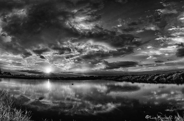 nubes en contraste  -  contrasting clouds