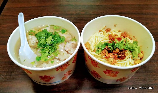 Squid soup & dry noodle , 「士林無店名魷魚羹」, Taipei , Taiwan, SJKen, Nov 28, 2020.