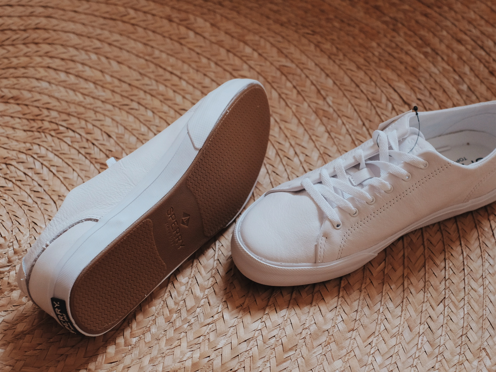 Sperry Classic White Leather Sneakers Outfit