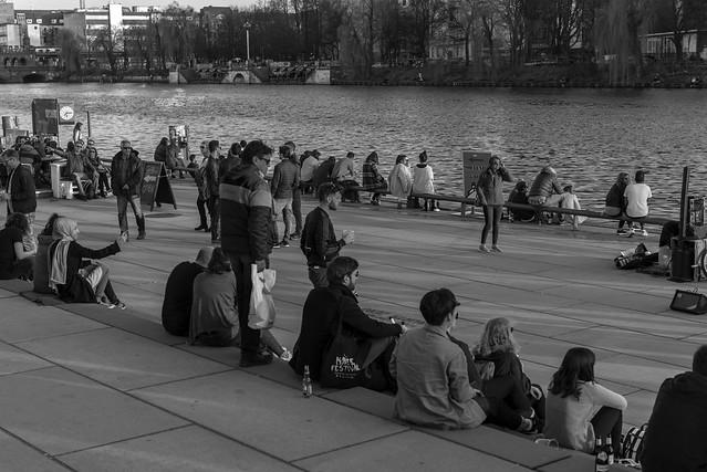 Esperando el ocaso del día (Berlin people)