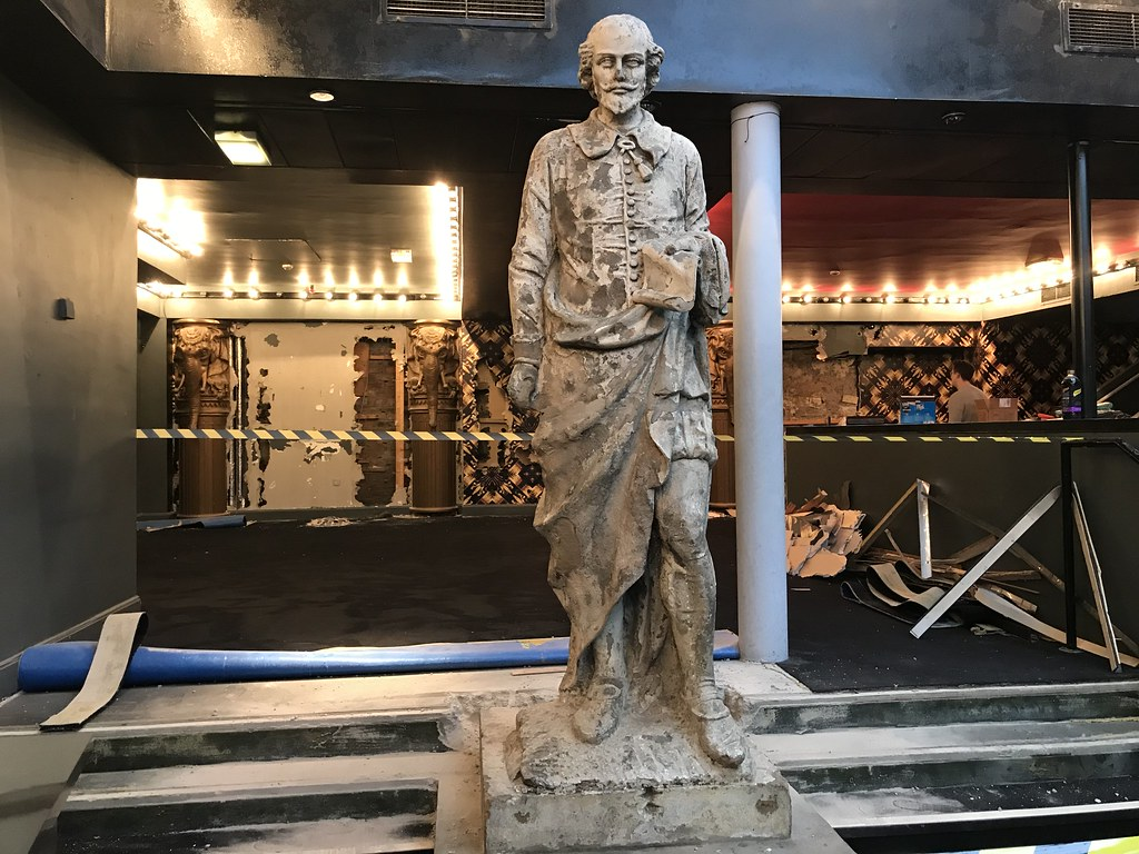 Citizens Statues: removal ahead of restoration