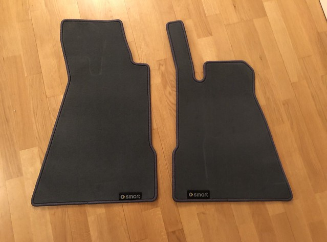 original OEM ivy grey Velour Floor Mats - Smart roadster RHD only